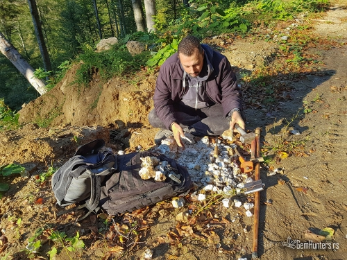 Razbijanje pegmatita i ekstrakcija akvamarina i moriona